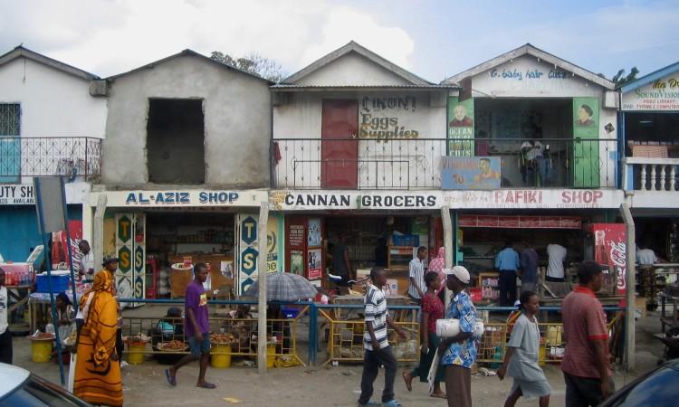Einkaufsstraße in Mombasa, Kenia, Bild G.J. Dekas (c) 2006