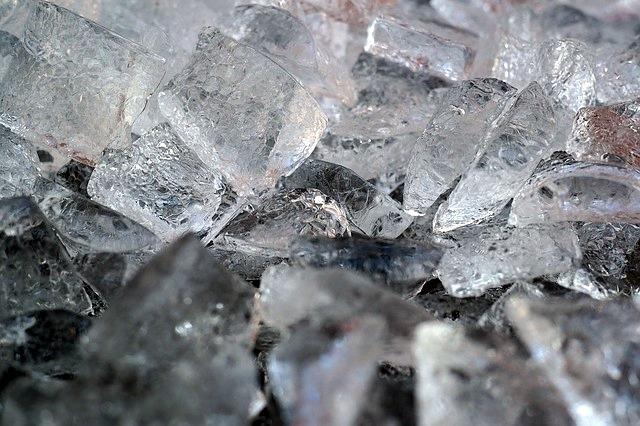 ice-cubes-1194499_640