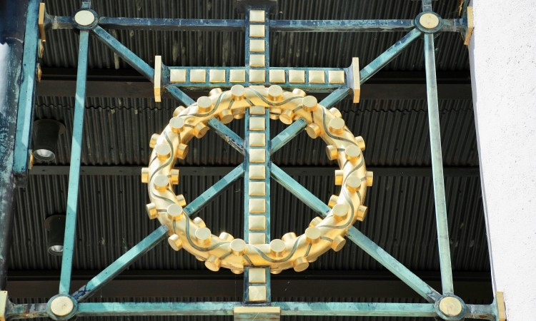 Kreuz an Spitalskirche in Wien (Otto Wagner) - Bild G.J. Dekas (c) 2018